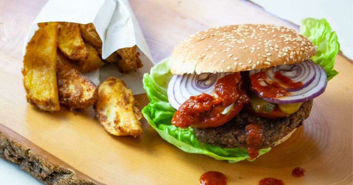Bohnenburger mit BBQ-Sauce