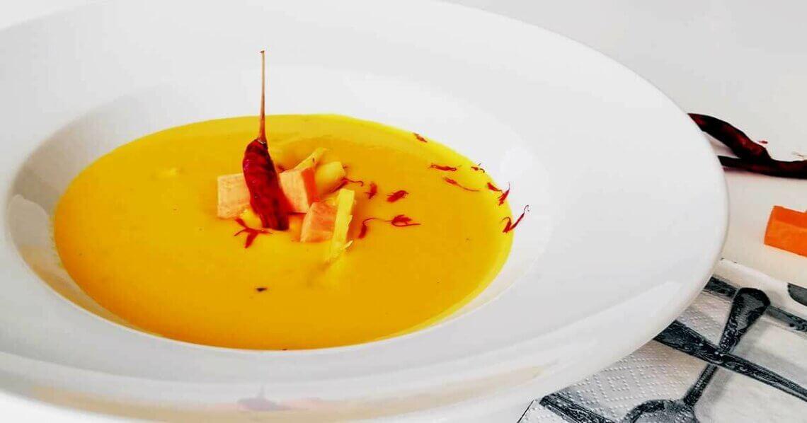 Fruchtige Süßkartoffel-Mango-Suppe