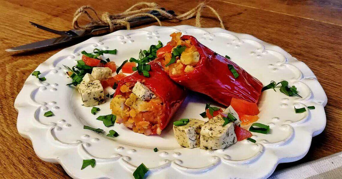 Gefüllte Spitzpaprika mit Linsen und Tofu-Feta
