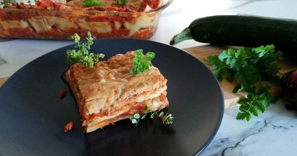 Vegane Lasagne mit Bolognese und Béchamelsoße